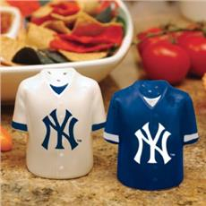 New York Yankees Salt & Pepper Shakers | By DomesticBin